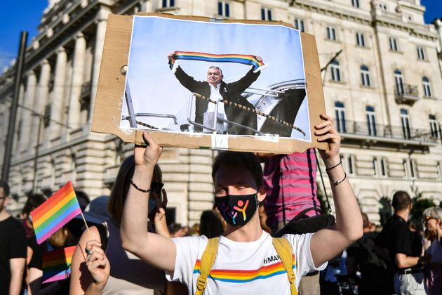 protesta-lgbt-arcobaleno pride