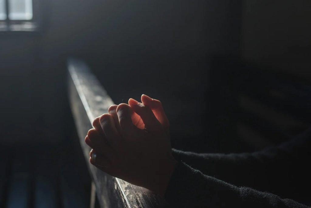 Sognare di pregare